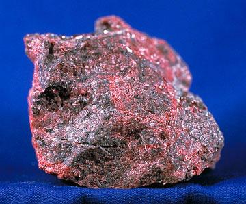 Tikals vattenfiltrering fick bl.a. ta hand om cinnober vilket består till 86 % av kvicksilver som förgasas vid uppvärmning till att enbart det röda pigmentet kvarstår.