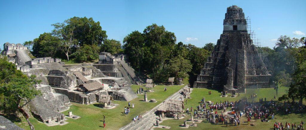 Stortorget i Tikal, Guatemala där världens första fynd av modern vattenfiltrering gjorts.